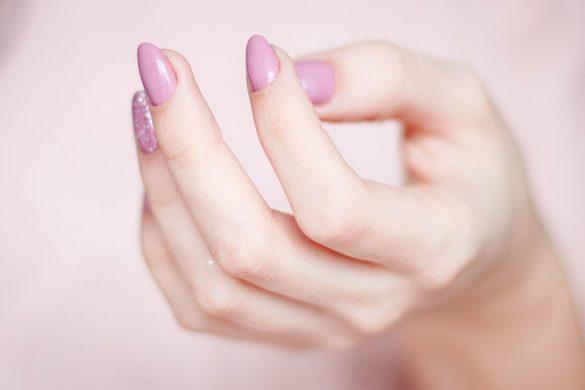 acrylic powder to natural nails